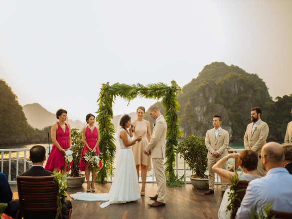 Dream Wedding On Halong Bay Cruise. Why Not?